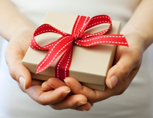 gift-iStock_000018117668Large.jpg